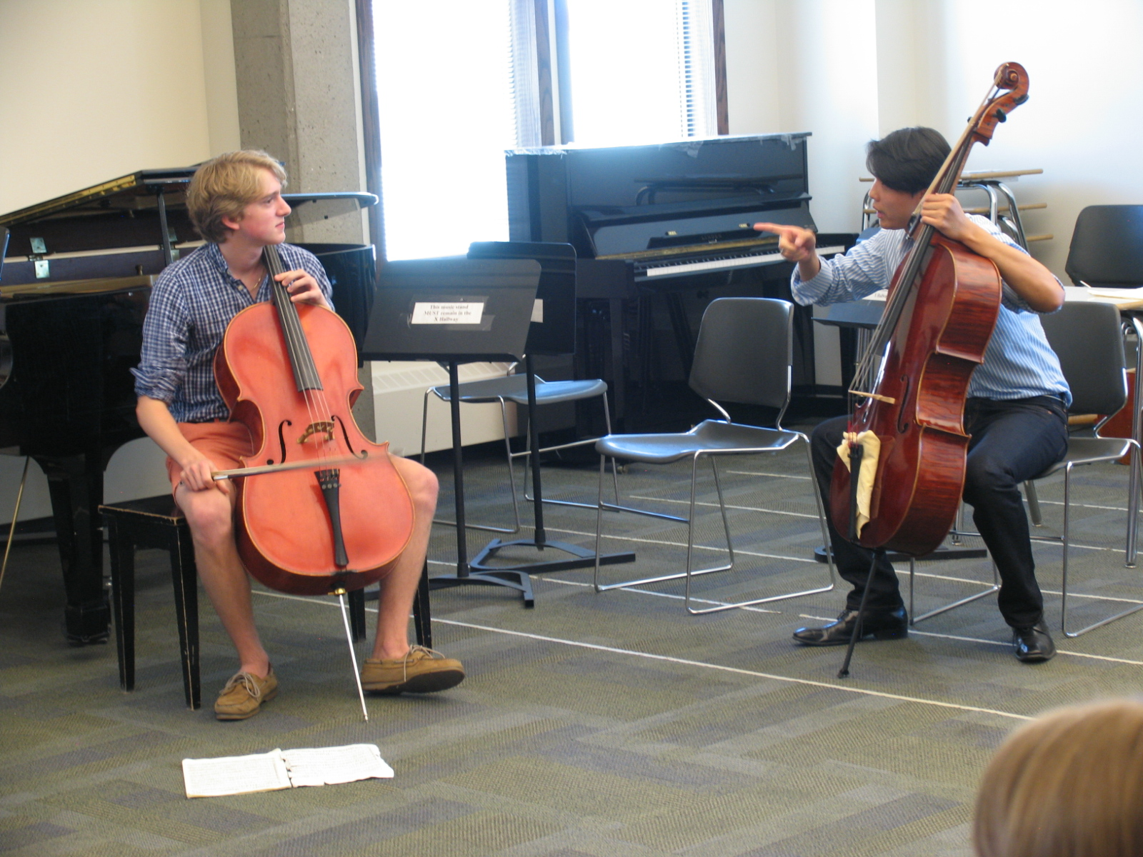 Canadian cellist Tate learning from MMB alumnus and New York Philharmonic cellist Wei Yu.